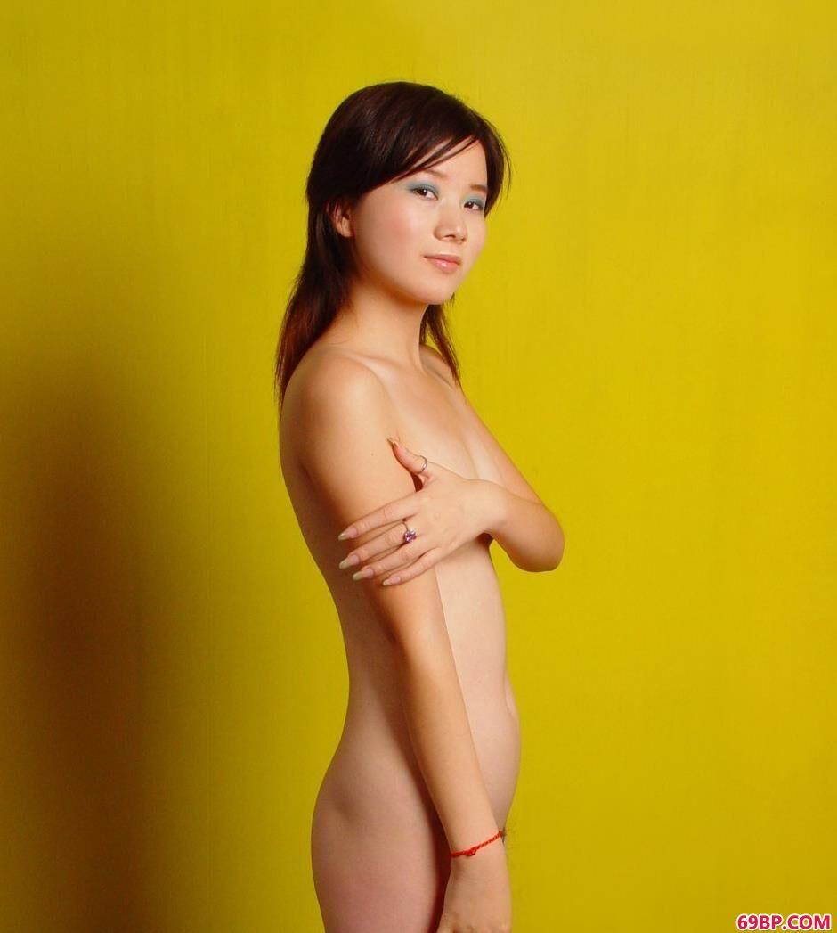 嫩模嘉怡写真棚里的魅惑人体_被黑人粗黑大肉奉