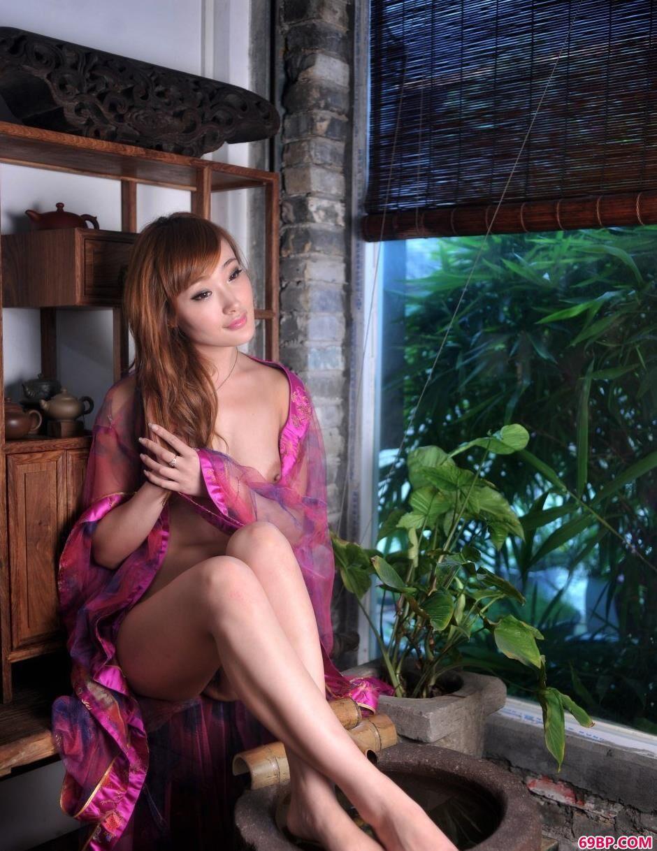 裸模雨菲宅子里的古典人体_gogo国模全球人体高清大胆