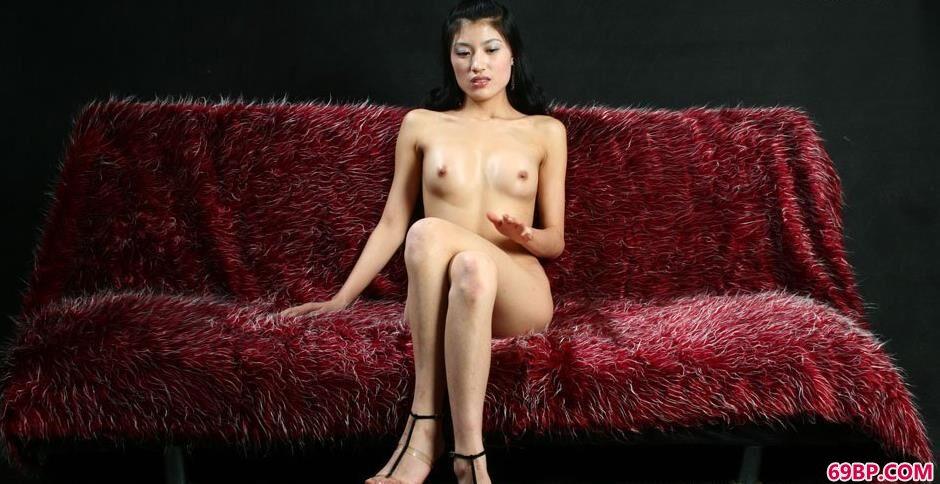 妹子梅婷棚拍沙发上的诱惑美体_中国少妇毛多水多