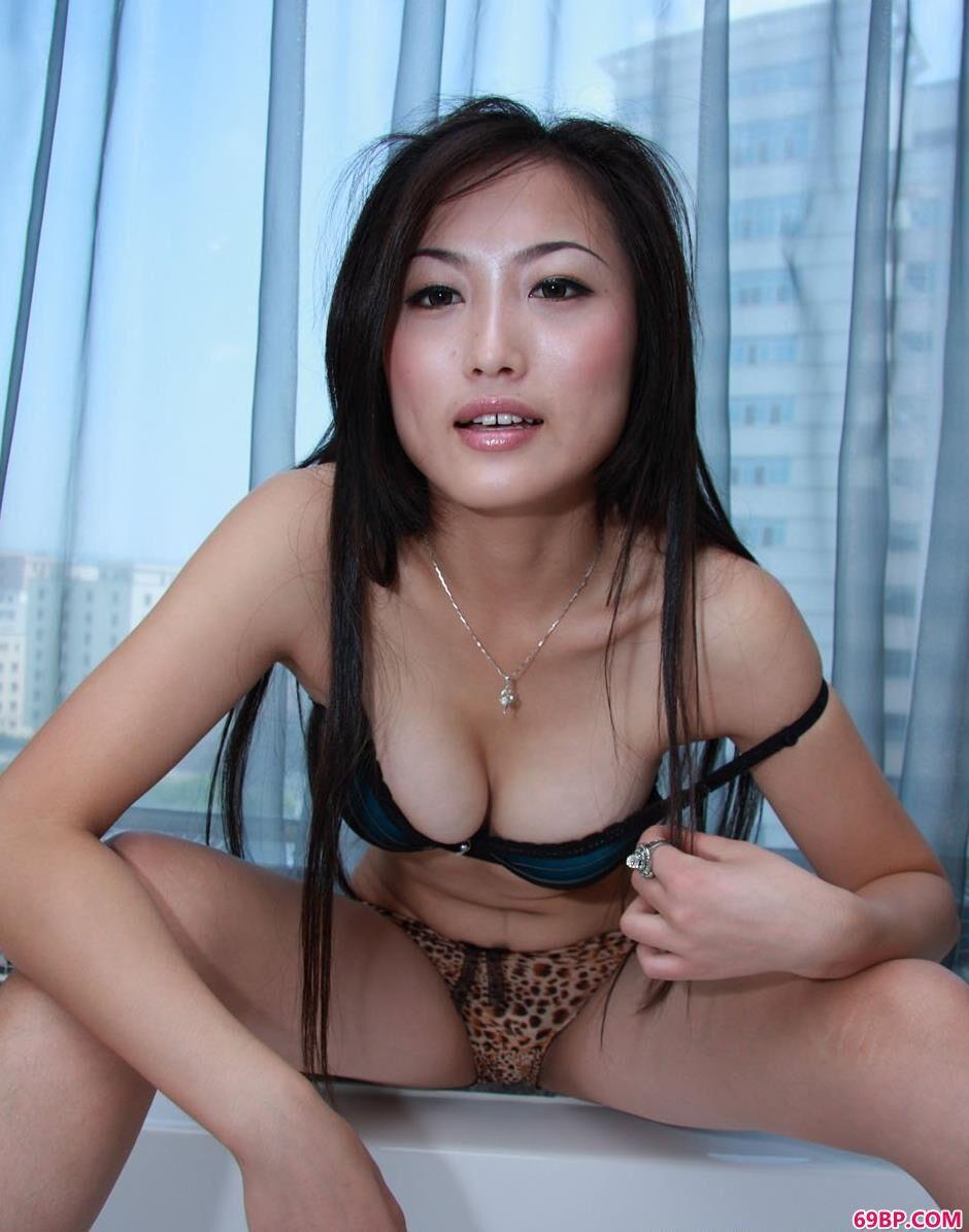 裸模戴娜浴缸上的性感人体2_冰冰白灵安娜三人组150
