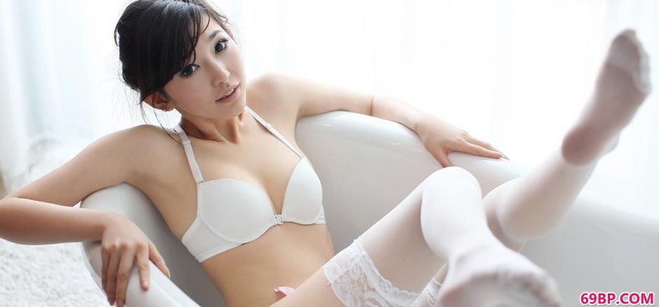 白色黑丝吊带晨雨内裤人体4