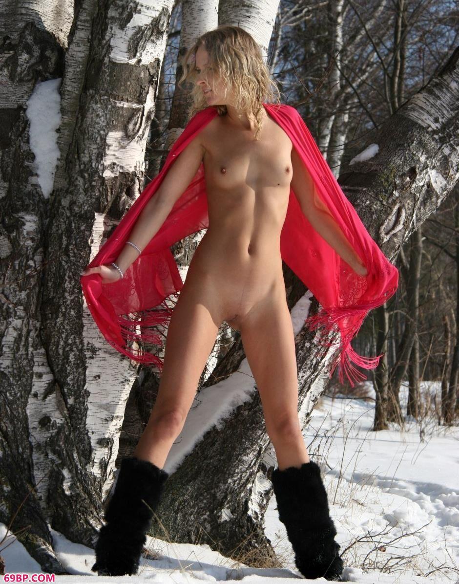 名模Ira大雪上的勾人美体