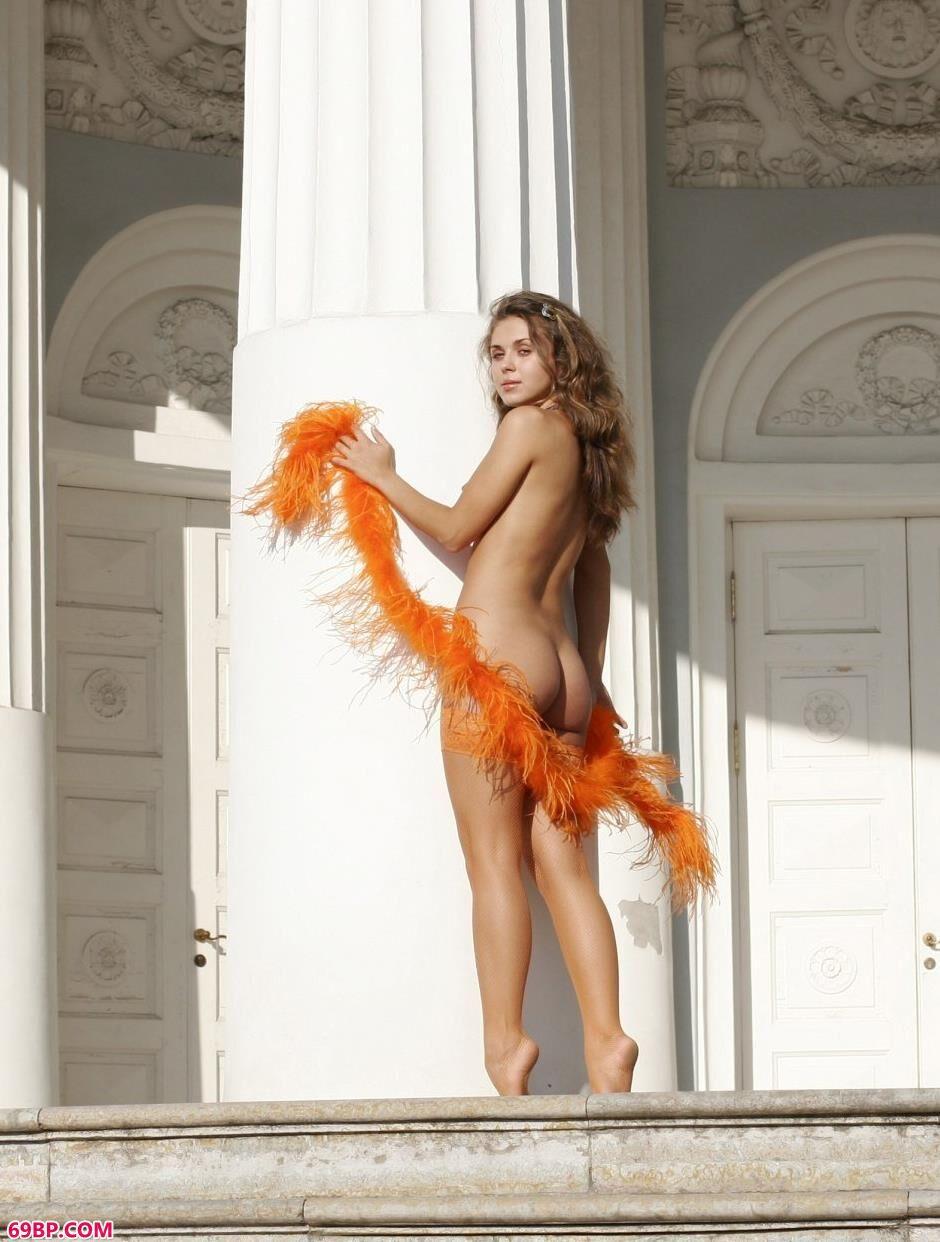 宫殿里的美人Olesya丰润人体