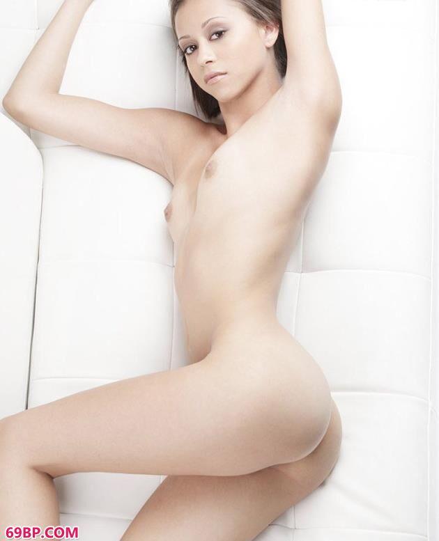 超模卡洛儿白嫩的美体