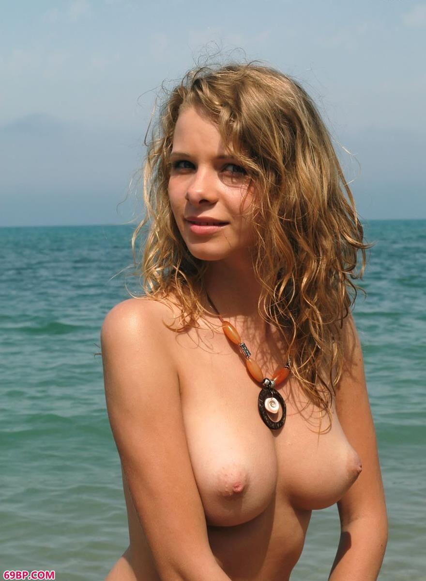 PresentingTashaA裸模Ethel碎石滩上的人体3_gogo人体小曼