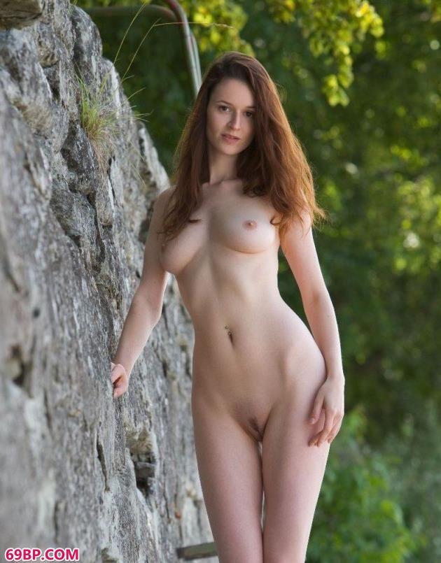 俄罗斯裸模Hermosa森林里的美体_下一篇极品木耳11p