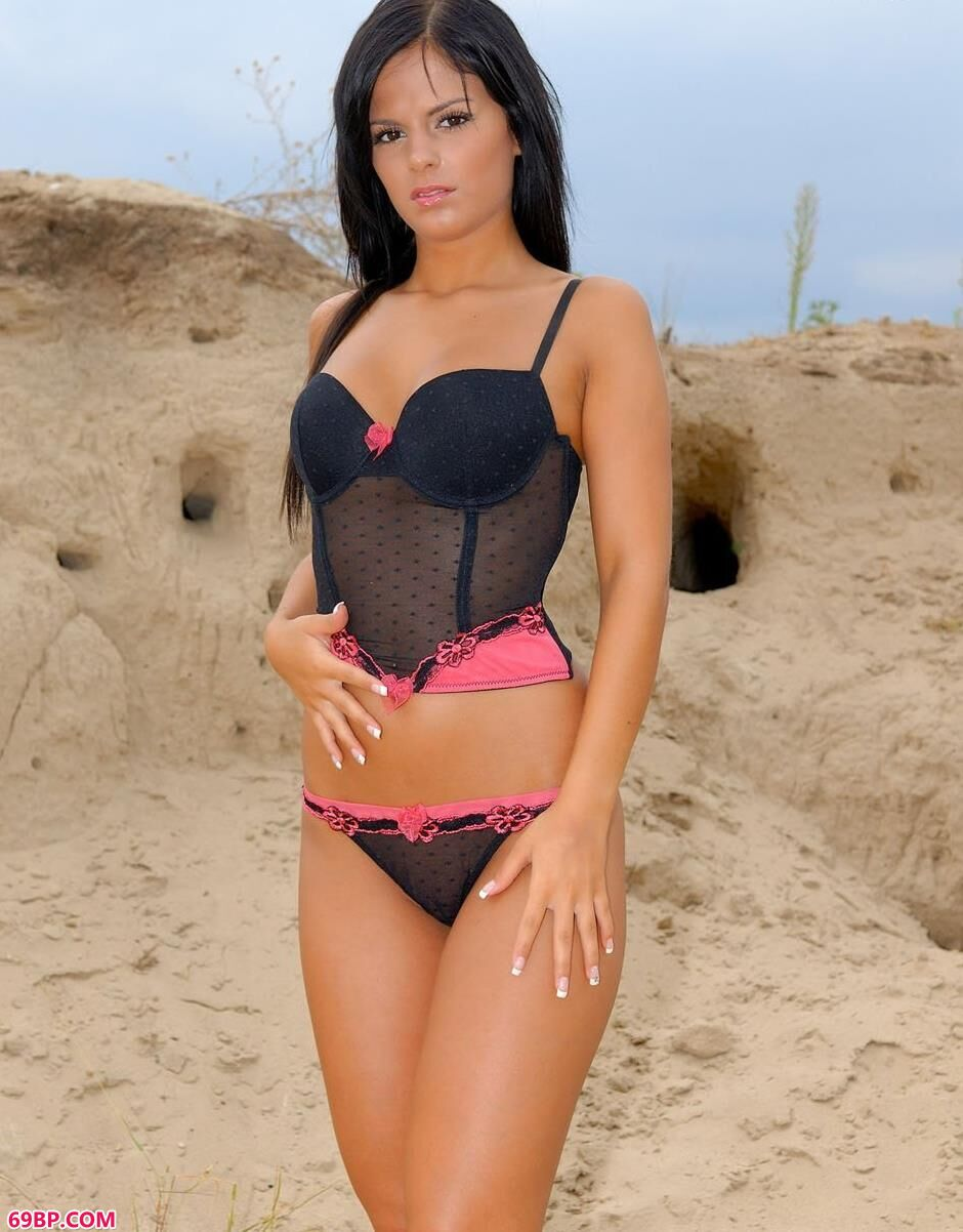 ANGELICA在海边沙滩上的人体1_乌克兰free嫩